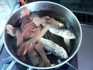 魚出汁とり